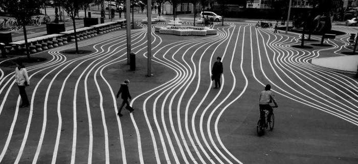 Aufnahmen aus ungewöhnlichen Winkeln können Fotos ein überraschendes Element verleihen. Hier ordnen sich die Linien zu Formen, die dem Betrachter ein Gefühl von Bewegung vermitteln. Verwendete Apps: Kamera, Snapseed - Bild: Brendan Ó.